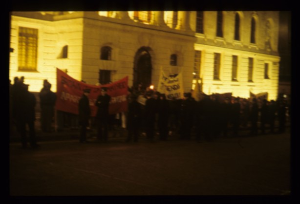 A evening protest outside the South African Embassy (Source: Andy Higinbottom)