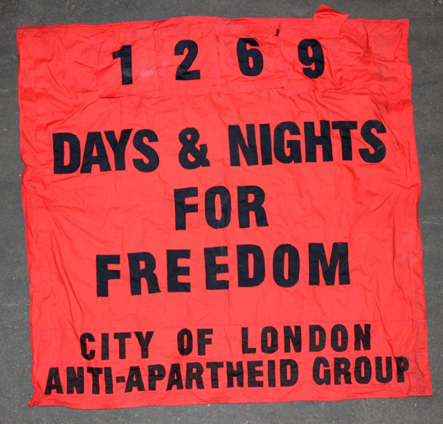 The banner that counted the days (Source: City Group)