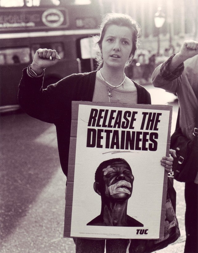 Irene defies the ban on the Non-Stop Picket, 1987 (Photographer: Jon Kempster)