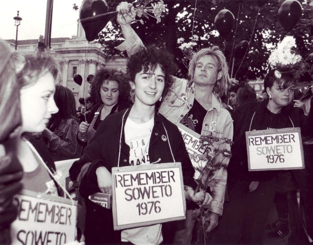 Surround the Embassy 16 June 1988  (Photographer: Jon Kempster)