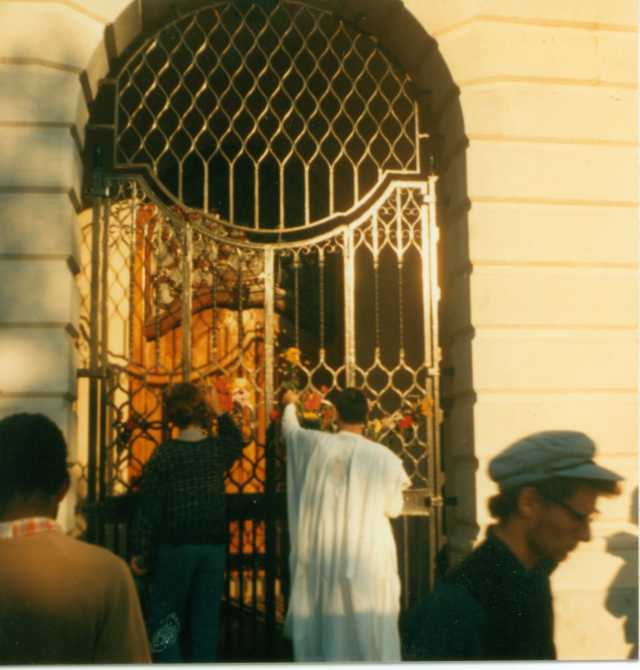 Andy Privett and unknown picketer place flowers on the embassy gates, summer 1986 (Photographer: Gavin Brown)